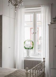 Különleges, szép, nőies 50m2-es lakás teljesen fehérbe és semleges színekbe öltöztetve - régies elemek elegánsan tálalva