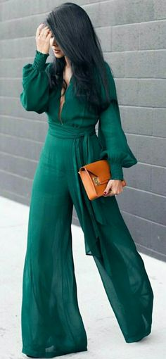Use a dark green jumpsuit for a stylish and cool result. Look Fashion, Hijab Fashion, Fashion Outfits, Womens Fashion, Big Fashion, Fashion Models, Mode Outfits, Chic Outfits, Petite Outfits