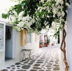 My visit to Mykonos, Greece had a huge influence on me and decorating. Clean, fresh, white n bright ...