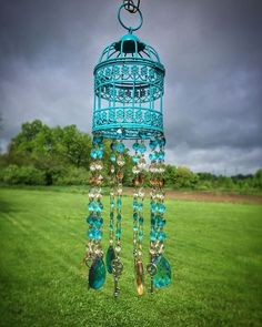 Hanging Bird Cage Light Shabby Chic Ideas For 2019 Crystal Wind Chimes, Glass Wind Chimes, Garden Crafts, Diy Crafts, Cork Crafts, Sun Catchers, Dream Catchers, Wind Chimes Craft, Cage Light