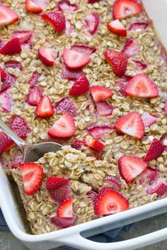 Healthy Snacks For Kids This Strawberry Banana Baked Oatmeal is a meal prep breakfast for busy mornings! This healthy breakfast is both gluten free and refined sugar free. Make ahead breakfast ideas for kids! Healthy Make Ahead Breakfast, Clean Eating Breakfast, Clean Eating Snacks, Healthy Snacks, Healthy Recipes, Banana Breakfast, Diabetic Breakfast, Breakfast Ideas For Kids, Breakfast Cereal