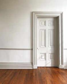 Revere Pewter Trim and Doors White Dove Walls Paint Colors For Home, House Colors, Room Colors, Wooden Sofa Set Designs, Dark Trim, White Trim, Off White Paints, Colour Architecture, Painting Trim
