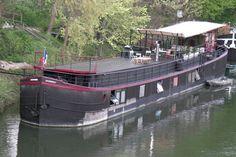 La péniche de Franck : Logements insolites : visitez ces appartements péniches au fil de l'eau - Linternaute