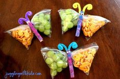 Kids could make them into Dragons this time. snack bags filled with healthy goodies, clip the middle with a painted clothes pin, add pipe cleaner antennae.cute snacks for the kids or a kids party. Johnson for preschool snacks? Cute Food, Good Food, Butterfly Snacks, Butterfly Bags, Butterfly Party, Simple Butterfly, Butterfly Museum, Butterfly Pavilion, Butterfly Artwork