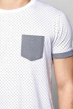 Camiseta Con Estampado De Lunares Y Mangas Vueltas A Rayas Polo Shirt Outfits, Tee Shirt Designs, Vintage Design, Boys T Shirts, My T Shirt, Striped Tee, Mens Tees, Men Dress, Menswear