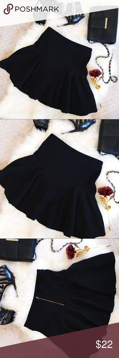 🌹Topshop🌹 Fit n Flare Black Skirt 4 Super cute fit n Flare high waisted skirt with exposed zipper closure on back. Excellent condition with minimal to no wear. Only the brand tag is cut but otherwise a perfect Skirt with heels or boots for day or night ✨ Topshop brand. Size US 4.  Reasonable offers are welcome ✨ Topshop Skirts Circle & Skater