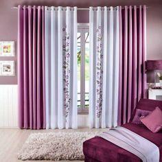 cortina branca com lilas