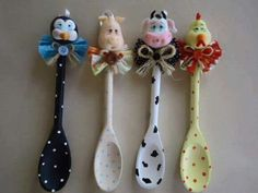 DIY Crafts and Projects added a new photo. Fimo Clay, Polymer Clay Crafts, Clay Projects, Projects To Try, Wooden Spoon Crafts, Wooden Spoons, Diy And Crafts, Arts And Crafts, Spoon Art