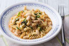La pasta e fagioli estiva è una variante ghiotta e genuina dell'omonimo piatto della tradizione, perfetto da gustare nella stagione più calda!