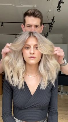 Hair Blond, Blonde Hair Looks, Blonde Hair With Highlights, Hair Cutting Techniques, Hair Color Techniques, Blonde Hair Transformations, Balayage Hair Tutorial, Dramatic Hair, Long Face Hairstyles