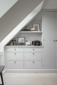 home decor signs Attic Bedroom Storage, Small Space Storage Bedroom, Storage Bench Bedroom, House, Home, Loft Conversion Bedroom, Bedroom Storage Ideas For Clothes, Bedroom Design, Home Bedroom