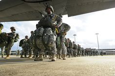 U.S. Army Soldiers board a C-130 Hercules aircraft assigned to the 61st Airlift Squadron for a personnel drop at Fort Bragg, N.C., on Feb. 29, 2012. Military Dogs, Military Photos, Military Life, Airborne Army, Airborne Ranger, Marsoc Marines, Brothers In Arms, Army Veteran, Paratrooper