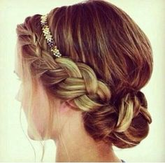 Love this hair for a wedding updo