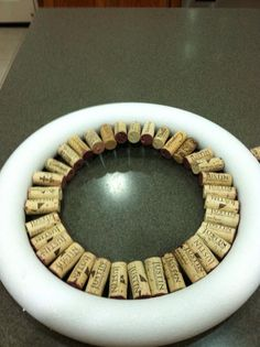 Put to use Wine Corks on the market to be utilized for create projects like grape plug wreaths, stopper timber sheets, marriage event gifts plus much more. Wine Craft, Wine Cork Crafts, Wine Bottle Crafts, Wine Cork Wreath, Wine Cork Art, Wine Cork Projects, Diy Projects, Cork Ornaments, Wine Bottle Corks