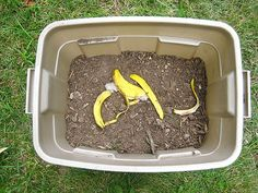 Easy composting container