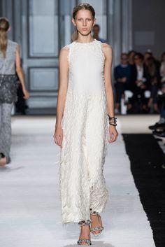 Giambattista Valli Spring 2015 Ready-to-Wear Collection Photos - Vogue. Model: Sabina Lobova (Elite)