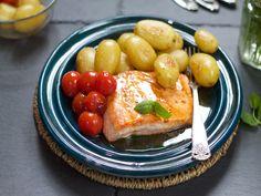 Pannestekt laks med ovnsstekte nypoteter Fish, Fruit, Pisces
