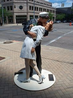 Soldier kissing nurse sculpture in downtown..... Dayton, Ohio
