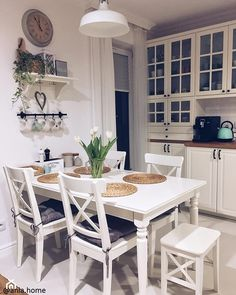 Chairs and table Diy Kitchen Decor, Kitchen Interior, Kitchen Design Small, Dining Room Small, Kitchen Decor, House Interior, Kitchen Furniture Design, Home Kitchens, Kitchen Design