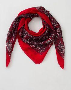 1.2.3 Paris - Les accessoires automne-hiver 2016 - #Foulard #rouge imprimé en #soie Maria 39€ #123paris #mode #fashion #shopping #accessoire #accessories  #red #silk
