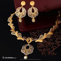 Gold Necklace Designs from Josalukkas, Gold Necklace from Jos alukkas, Jos Alukkas Necklace Designs, Jos Alukkas Jewellery. Bracelet Tattoos With Names, Gold Jewelry Simple, Gold Jewellery Design, Gold Set, Gold Bangles, Gold Ring, Silver Ring, Jewelry Patterns, Necklace Designs