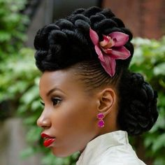 munaluchibride:  This picture never gets old. Photo by @Petronella Lugemwa of Petronella Photography  Hair by @khamitkinks  Mua is @juicylooks_mua  Style by @Savvy Brydeguru  @awalkingdoxology  #brooklyn #naturalhair #munaluchibride