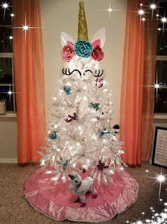 Los árboles de Navidad más extraños - 15 FOTOS - Decoralia.es Corner Christmas Tree, Creative Christmas Trees, Christmas Trees For Kids, Pink Christmas Decorations, Ribbon On Christmas Tree, Christmas Tree Themes, Xmas Tree, Christmas Crafts, Vintage Christmas