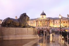 London - She loves people watching in Trafalgar Square and has been twice to the National Gallery Holidays In England, Uk Holidays, Places In Europe, Places To See, London Attractions, Living In San Francisco, Trafalgar Square, London Travel, Lonely Planet