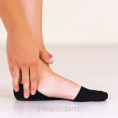 shoe diy Life Hacks That Are Easy To Do Subscibe o - shoetrend Amazing Life Hacks, Simple Life Hacks, Useful Life Hacks, Diy Crafts Hacks, Diy Home Crafts, Diy Projects, 1000 Lifehacks, Ideias Diy, Clothing Hacks