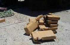 DISE intercepta mais de 15 quilos de maconha na Rondon; droga seria vendida em Botucatu -   Policiais Civis da DISE (Delegacia de Investigação sobre Entorpecente), apreenderam na tarde desta segunda-feira, dia 21, uma grande quantidade de maconha na rodovia Marechal Rondon, entre as cidades de Botucatu e São Manuel. Após investigações no sentido de coibir o tráfico de drogas, os - http://acontecebotucatu.com.br/policia/dise-intercepta-mais-de-15-quilos-de-macon