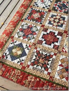 Love the quilting on this sampler quilt, the border is a double line piano key, I really like that for a busy border fabric