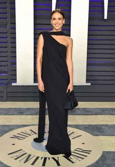 Jessica Alba In Narciso Rodriguez - 2019 Vanity Fair Oscar Party - Red Carpet Fashion Awards Jamie King, Jessica Alba Style, Winnie Harlow, Naomi Campbell, Emma Roberts, Vestidos Oscar, Alexander Mcqueen, Star Fashion, Fashion Outfits