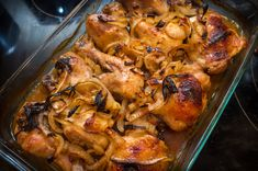 Garlic Brown Sugar Baked Chicken With Caramelized Onions - recipes - Yummy Chicken Recipes, Onion Recipes, Yum Yum Chicken, Yummy Food, Easy Recipes, Garlic Recipes, Can Of Soup, Spicy Sauce, Food Articles