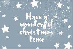 Moderne ansichtkaart model kerstkaart, winters blauw op de ondergrond, getekende sterren design en handlettering tekst. Geheel zelf aan te passen.
