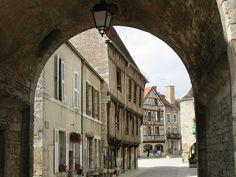 Noyers-sur-Serein, un des plus beaux villages de France Places To Travel, Places To Visit, Beaux Villages, Travel Guide, Serein, Medieval, Paris, Philippe, Arcades