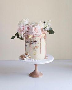 can you ice chocolate wedding cake Pretty Cakes, Cute Cakes, Beautiful Cakes, Blush Wedding Cakes, Big Wedding Cakes, Birthday Cakes For Women, Engagement Cakes, Cake Trends, Wedding Cake Inspiration