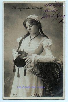 Carte postale ancienne | Marguerite de  Faust  | Jeune femme | Nattes | 1904