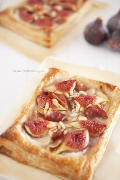 Nina's Kitchen: Coca hojaldrada con higos, queso de cabra y jamón