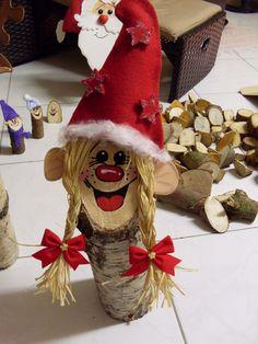 Für den Weihnachtsbasar 2010 habe ich Baumstammfiguren gebastelt. Mit Moosgummi, Filz und anderen Materialien entstanden somit tolle Baumstamm-Weihnachtsfiguren...