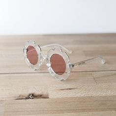 Girls clear flower sunglasses with pink lenses. Flower Sunglasses, Clear Sunglasses, Popular Sunglasses, Diamond Earrings, Stud Earrings, Popular Girl, Stylish Kids, Flower Shape, Sun Protection