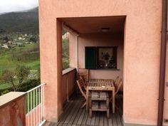 Tavolo terrazzo ~ Soggiorno con porta finestra sul lato loggia e giardino ingresso