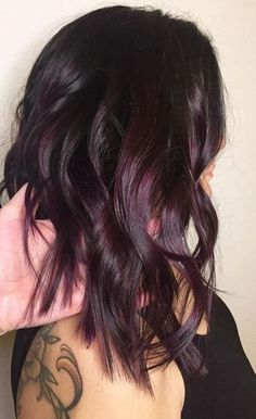 Or plum shaded brunette. Color by Lindsey Glova. Filed under: Hair Color, Hair Styles, Hair Stylists Tagged: beauty, [. Pelo Color Vino, Pelo Color Borgoña, Brunette Color, Pretty Brunette, Summer Brunette, Brunette Beauty, Cool Hair Color, Under Hair Color, Hair Color Shades