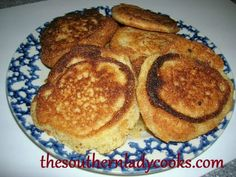 SOUTHERN CORNMEAL HOECAKES OR FRIED CORNBREAD.These little cakes, according to some sources, got their name because slaves used to cook them in the fields on a garden hoe. They would carry the ingredients with them and make hoecakes for their lunch. Scones, Fried Cornbread, Cornbread Recipes, Lace Cornbread Recipe, Cornbread Cake, Hoe Cakes, Biscuit Bread, Southern Recipes, Southern Food