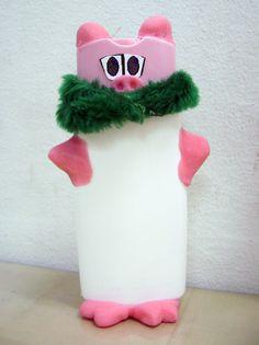 Reciclgem criativa com embalagem de shampo e massa de biscuit.....