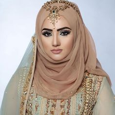 26 Ideas how to wear hijab headscarves muslim women Bridal Hijab Styles, Disney Wedding Dresses, Muslim Brides, Pakistani Wedding Dresses, Hijab Styles For Party, Muslim Couples, Beautiful Muslim Women, Beautiful Hijab, Beau Hijab
