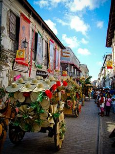 Calesa Parade in the Unesco heritage city of Vigan, Ilocos Sur, Philippines (by alaricxyz). Philippines Destinations, Philippines Travel, Manila, Ilocos, Philippines Culture, Filipino Culture, Vigan, Thinking Day, World Heritage Sites