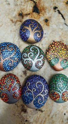 Painted Pebble and River Stone Crafts – Repainted rock is such a growing fad, as well as there, are several talented musicians that offer repainted rock art on Etsy and . Read MoreColorful and Artsy Ideas for Painted Pebble and River Stone Crafts Rock Painting Patterns, Rock Painting Ideas Easy, Dot Art Painting, Rock Painting Designs, Mandala Painting, Pebble Painting, Pebble Art, Paint Designs, Stone Painting