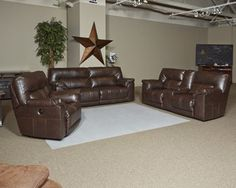 Get cozy for the ball game with shoes off and feet up in this sectional. Expertly crafted with all the ingredients for comfort, you'll find exceptionally thick cushioning wrapped in luxurious DuraBlend® upholstery, which gives you the look of leather without the high price—quite a winning combination.