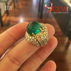 #Highlight yourself with this #beautiful #Gold #Emerald #ring with #diamonds, #fashionable #fashionblogger #luxuryliving #luxurylife @ http://bit.ly/2jzU4zv