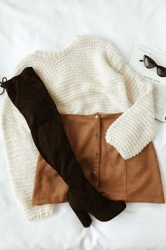 Me Love Camel – Wildleder-Minirock mit Druckknopfleiste – Herbst- und Winterou… Me Love Camel – Suede mini skirt with snap button placket – Fall and Winter outfits – High Street Fashion, Fashion Mode, Look Fashion, Teen Fashion, Fall Fashion, Fashion Ideas, Ladies Fashion, Autumn Aesthetic Fashion, Fashion Boots